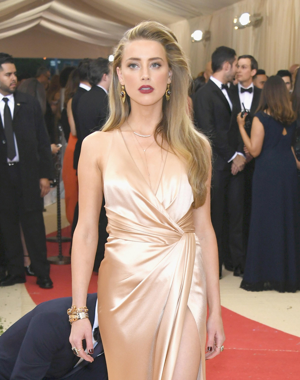 Amber Heard 2016 Costu...