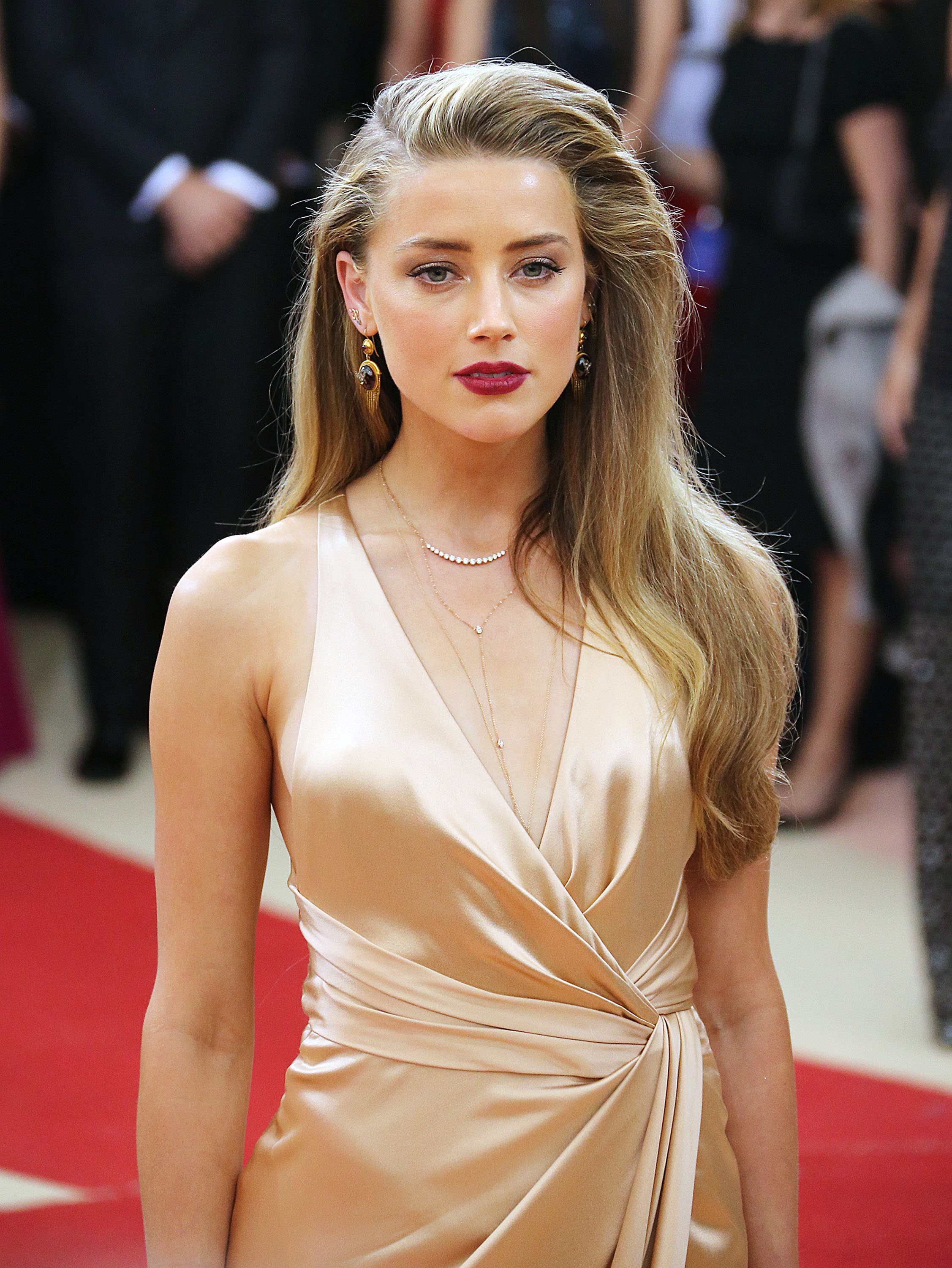 Amber heard in the informers 9