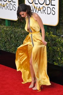 Emily Ratajkowski 74th Golden Globe Awards 34