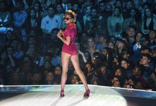 Miley Cyrus 2017 MTV Video Music Awards 19