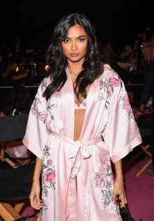 Kelly Gale 2017 Victoria's Secret Fashion Show 6