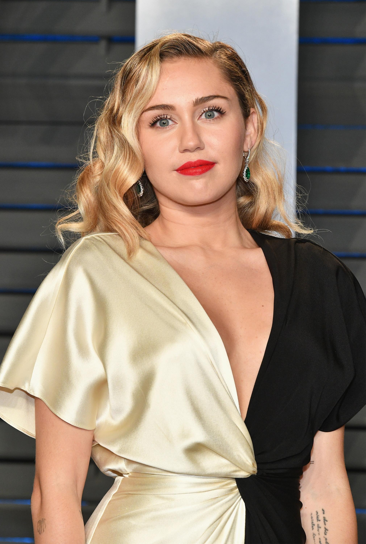 Miley Cyrus 2018 Vanity Fair Oscar Party 1 - Satiny Miley Cyrus