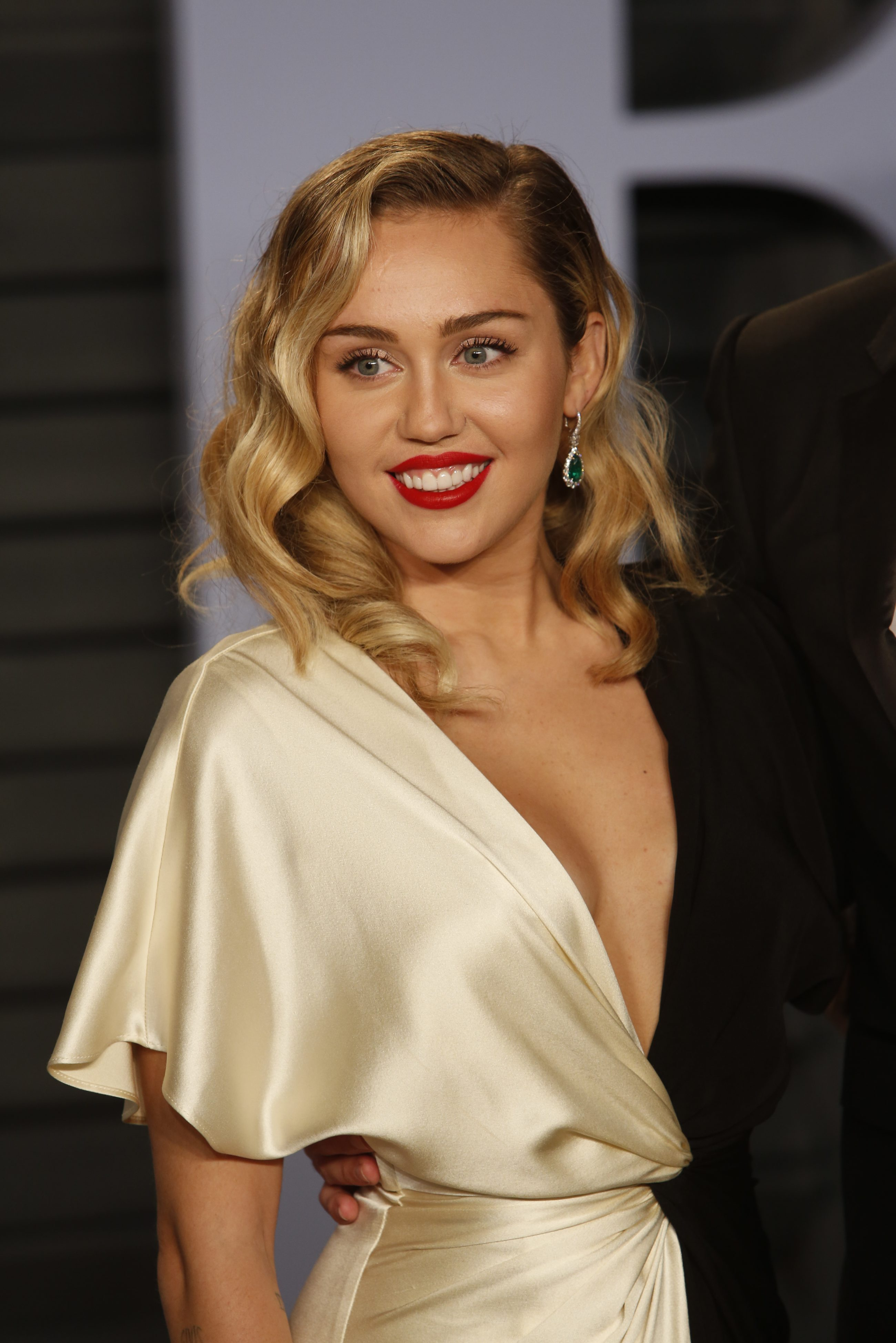 Miley Cyrus 2018 Vanity Fair Oscar Party 5 - Satiny Miley Cyrus
