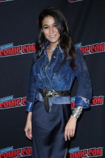 Emmanuelle Chriqui 2018 New York Comic Con 1