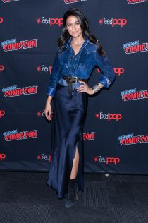 Emmanuelle Chriqui 2018 New York Comic Con 10