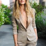 Rosie Huntington-Whiteley Burberry Perfume Launch 10