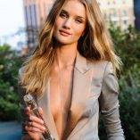 Rosie Huntington-Whiteley Burberry Perfume Launch 11