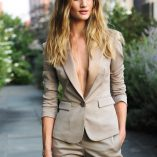 Rosie Huntington-Whiteley Burberry Perfume Launch 14