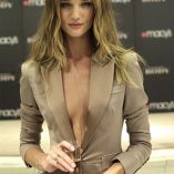 Rosie Huntington-Whiteley Burberry Perfume Launch 6