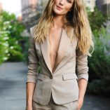 Rosie Huntington-Whiteley Burberry Perfume Launch 7